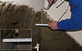 Überprüfung des Mauerwerks während der Sanierung